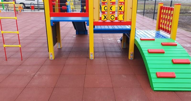 plac-zabaw-mop-miejsce-odpoczynku-przy-drodze-s8-plyty-sportflex-sbr-2