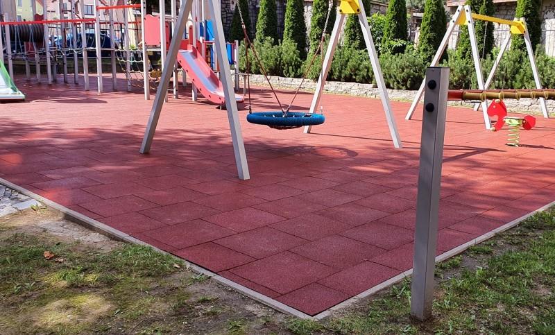plac-zabaw-przy-szkole-podstawowej-w-strzegomiu-plyty-proflex-260m2-2