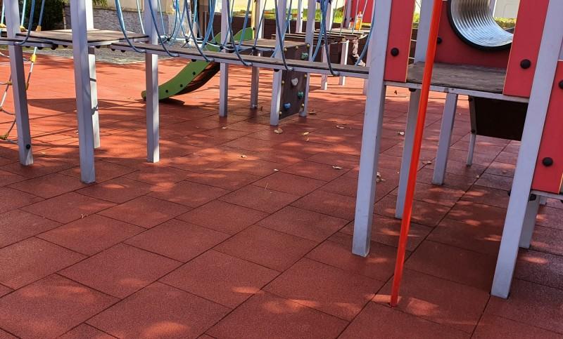 plac-zabaw-przy-szkole-podstawowej-w-strzegomiu-plyty-proflex-260m2-5