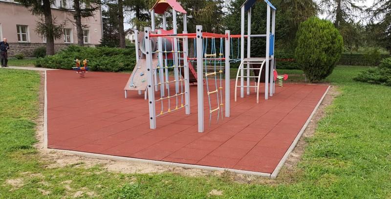 plac-zabaw-przy-szkole-podstawowej-w-kostrzy-150m2-plyt-proflex-sbr-2