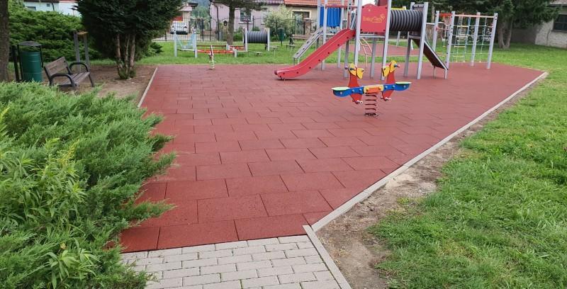 plac-zabaw-przy-szkole-podstawowej-w-kostrzy-150m2-plyt-proflex-sbr-4