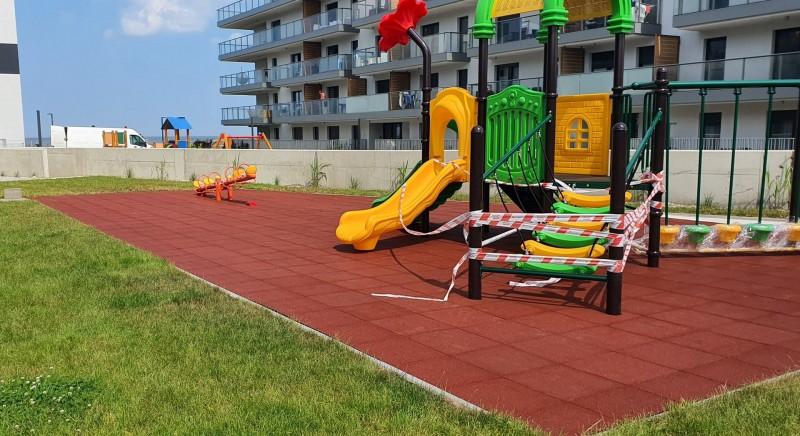 plac-zabaw-nalezacy-do-apartamentow-gardenia-w-dziwnowie-plyty-proflex-sbr-150m2-1